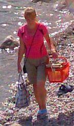Название: Разносчица еды на пляже 2.jpg Просмотров: 664  Размер: 28.3 Кб