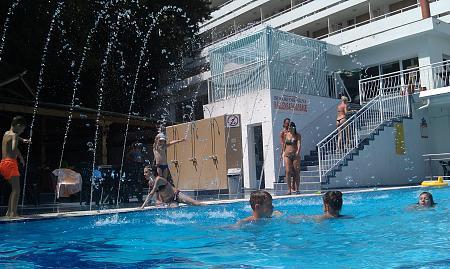 Нажмите на изображение для увеличения Название: Отель Pliska - бассейн на улице.jpg Просмотров: 52 Размер:100.4 Кб ID:507