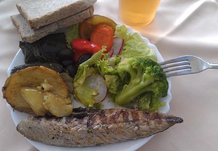 Нажмите на изображение для увеличения Название: Отель Plaska - рыба на обед.jpg Просмотров: 52 Размер:90.3 Кб ID:510